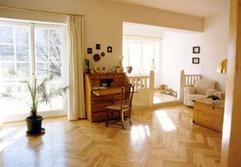 Wohnzimmer und erker nach der restaurierung links die neue aus dem